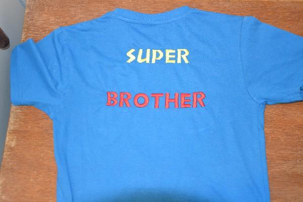 Pour une naissance...cadeau pour le grand frère très fier !